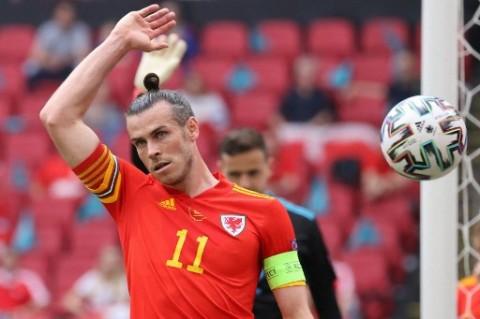 Wales Dibantai Denmark, Bale Melengos saat Wawancara