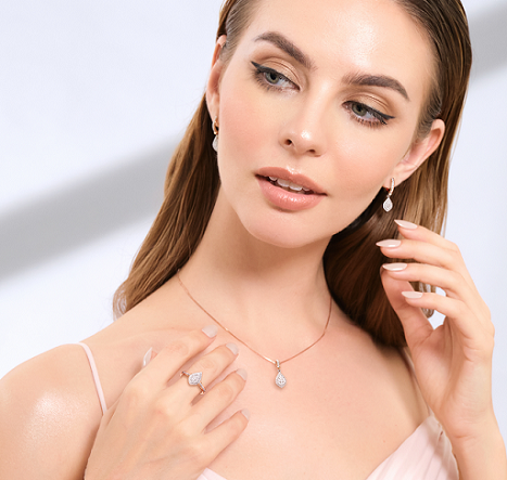 Koleksi perhiasan Dew Light didesain secara spesial dengan bentuk dan lekukan tetesan air yang menampilkan kesan anggun untuk menambah rasa percaya diri pemakainya. (Foto: Dok. Frank&co)