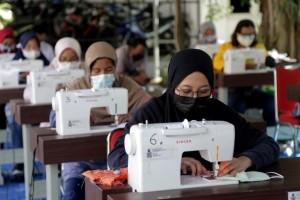Pemkot Surabaya Berdayakan UMKM untuk Produksi Masker