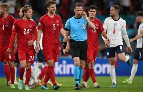 Soal Penalti Inggris, Peter Schmeichel Sentil Wasit