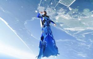 Keren! Kolaborasi Unik Haute Couture X Skydiver Bawa Fashion Setinggi Langit