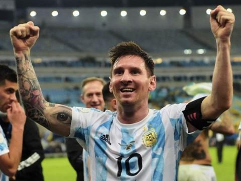 Messi Dedikasikan Gelar Copa untuk Keluarga, Negara dan Maradona