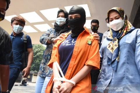 Cynthiara Alona Mengaku Stres Jadi Tersangka Kasus Prostitusi Anak