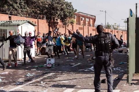Korban Tewas Kerusuhan Afrika Selatan Melonjak Jadi 212 Orang