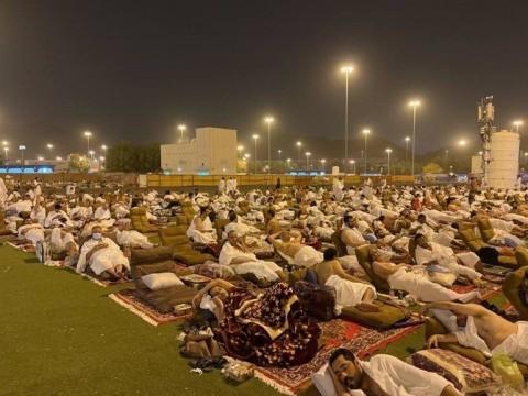 Jemaah Haji Capai Muzdalifah Setelah Menghabiskan Sehari di Arafah