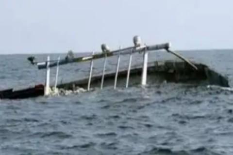 3 KRI Dikerahkan Evakuasi 17 Kapal Nelayan Ditelan Badai di Perairan Kalbar