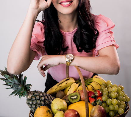 Kamu bisa mengonsumsi buah-buahan yang kaya serat untuk mengatasi sembelit. (Foto: Ilustrasi. Dok. Unsplash.com)