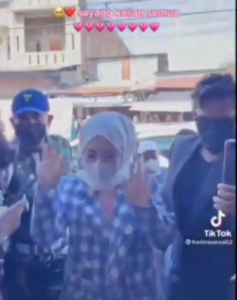 Dihadiri <i>Selebgram</i>, Acara Promosi Toko di Aceh Ciptakan Kerumunan