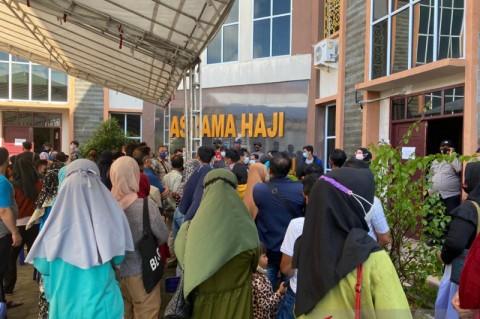 Duh, Warga Menanti Vaksinasi di Tanjungpinang Malah Jadi Kerumunan