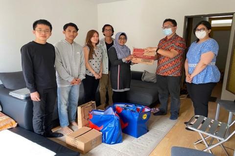 KJRI Frankfurt Sampaikan Bantuan Logistik ke WNI Terdampak Banjir