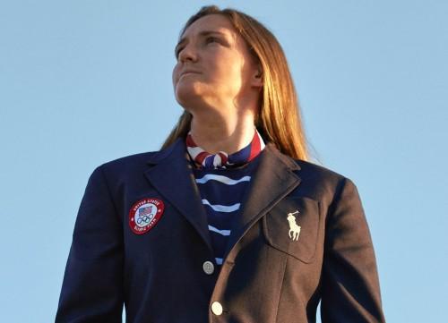 Atlet softball Amerika Serikat, Haylie McCleney memakai seragam kontingen Olimpiade yang didesain Ralph Laurent (ralphlaurent.com)