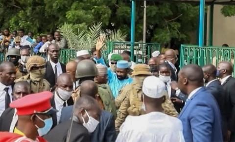 Kengerian Penikaman Presiden Mali Usai Salat Iduladha