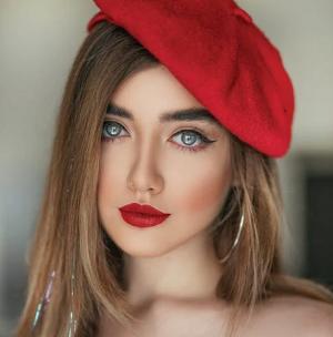 Begini Caranya Pakai Lipstik Merah Tebal yang Rapi dan Memukau