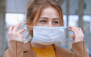 4 Cara Mengenali Masker Medis Palsu Menurut Ahli