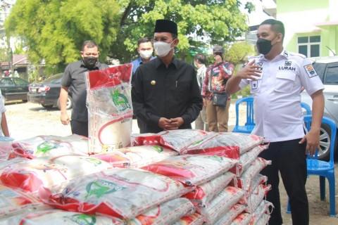 48.501 Warga Palembang Terima Bantuan Beras 10 Kg