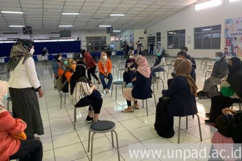 Mahasiswa Unpad Diterjunkan Bantu Proses Vaksinasi di Kabupaten Bandung