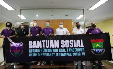 Persita Serahkan Bantuan Sosial untuk Masyarakat Tangerang