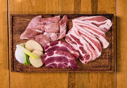 Menurut dr. Tan, sebenarnya tidak masalah jika ingin mencuci daging terlebih dahulu sebelum memasukkannya ke dalam freezer. (Foto: Ilustrasi. Dok. Pexels.com)