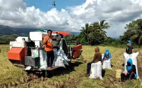 Dorong Modernisasi Pertanian, Kementan Salurkan Alsintan untuk Petani Kalbar