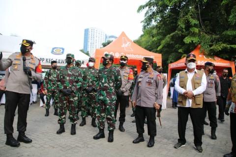 Kapolri dan Panglima TNI Tinjau Vaksinasi Mobile di Jakpus