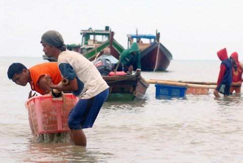 Nelayan Indonesia Wajib Pakai Teknologi AIS Mulai 2022