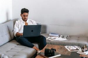 Apakah Memangku Laptop Bisa Menyebabkan Kanker?