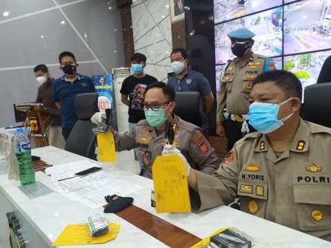 Hendak Demo, 4 Orang di Bandung Ditangkap Membawa Senjata Api dan Obat-obatan Terlarang