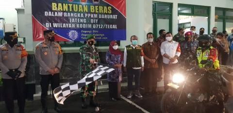 TNI Salurkan 35 Ton Beras untuk Warga Tegal