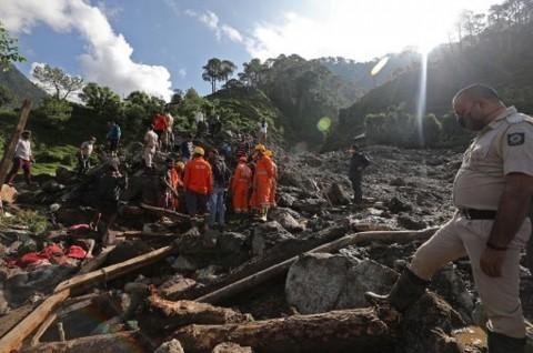 9 Turis Tewas Tertimpa Bongkahan Batu Besar di India