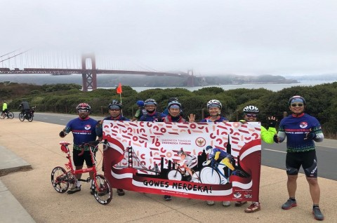 Sambut HUT ke-76 RI, WNI Gowes Bersama Seberangi Jembatan Golden Gate