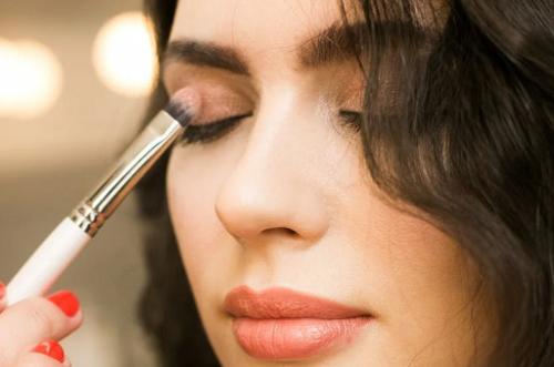 Baru-baru ini ada eye shadow hack yang lagi banyak diikuti oleh para Beauty Enthusiast di Instagram. (Foto: Ilustrasi. Dok. Pexels.com)