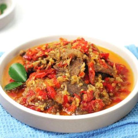 Ini cara buat daging dendeng balado ala restoran Padang. (Foto: Dok. Endeus TV)