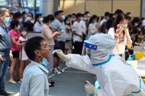Kasus Covid-19 Banyak Ditemukan, Warga Kota Nanjing Lakukan Uji Massal