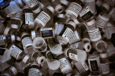 Parlemen Prancis Setujui UU Paspor Vaksin di Tengah Protes Masyarakat