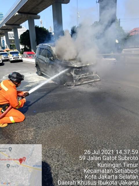 Mobil Diduga Milik Pegawai Setjen DPR Terbakar di Tol