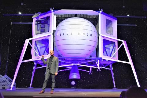 Jeff Bezos Rela Bayar NASA Rp28,9 Triliun Demi  Misi ke Bulan