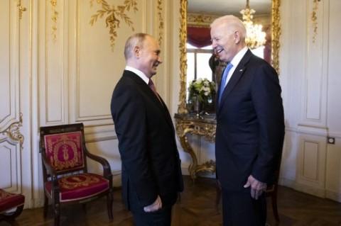 Biden Tuduh Rusia Coba Ganggu Pemilu Sela AS di 2022