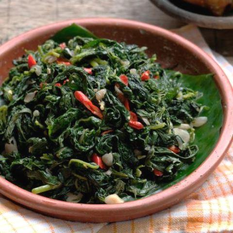 Ini resep tumis daun pepaya supaya tidak pahit. (Foto: Dok. Endeus TV)