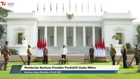 Jokowi Bagikan Bantuan untuk 12,8 Juta Pelaku Usaha Mikro dan Kecil