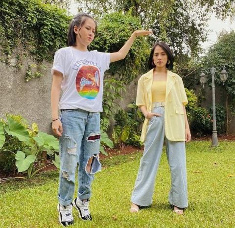 Viral Video Adhisty Zara Ciuman, Kakak: Saudara Beda Sifat