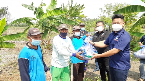 Partai NasDem Gresik Sebar Ratusan Paket Sembako untuk Warga