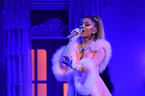 Ariana Grande Minta Penggemarnya Segera Vaksin