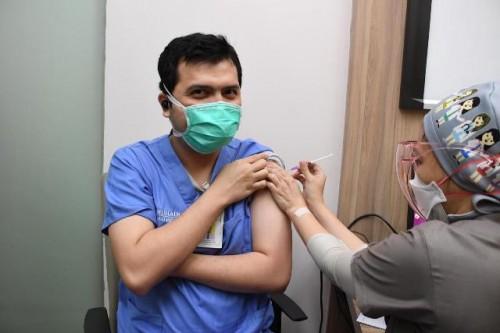 Kemenkes menegaskan bahwa vaksinasi booster hanya diperuntukkan bagi nakes dan tenaga pendukung kesehatan. (Foto: Dok. Birkom Kemenkes)