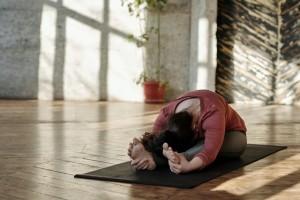 Mengapa Yoga Baik untuk Penderita Radang Sendi?
