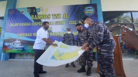 TNI AL Merapat ke Raja Ampat, Gelar Vaksinasi Massal