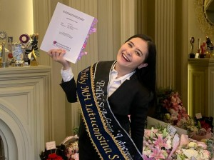 Selamat! Prilly Latuconsina Sudah Sarjana