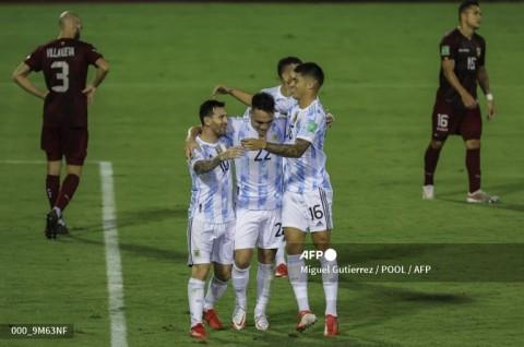 Argentina Hancurkan 10 Pemain Venezuela