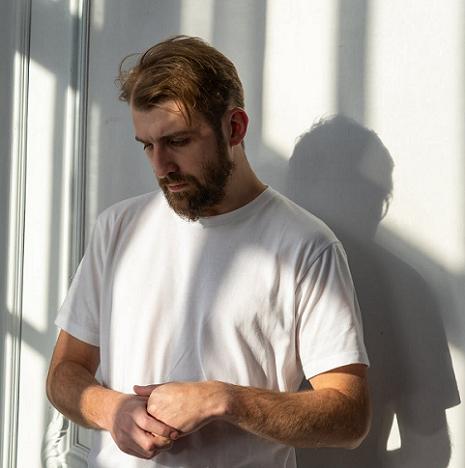 Orang dengan gangguan psikosomatik mungkin memiliki pikiran, perasaan, atau kekhawatiran yang berlebihan tentang gejala yang dialaminya. (Foto: Ilustrasi. Dok. Pexels.com)