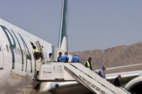 Populer Internasional: Pesawat Komersial Mendarat di Kabul Hingga Israel Serang Hamas