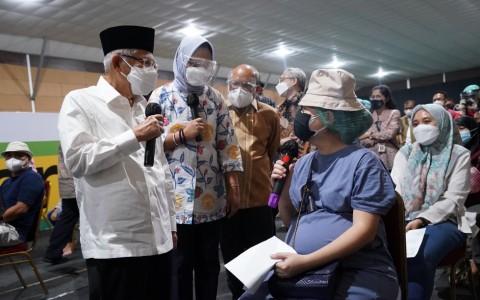 Pemerintah Menargetkan Seluruh Warga Indonesia Tervaksinasi pada Akhir Tahun